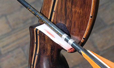 marcatore del passaggio della penna inferiore sul tappetino di un arco tradizionale