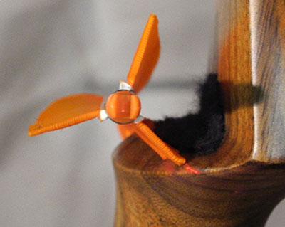 Passaggio freccia sul tappetino di arco tradizionale con penna indice esterna
