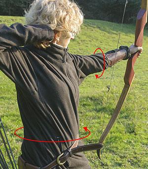 come usare il parabraccio per tenere la manica lontano dalla corda dell'arco