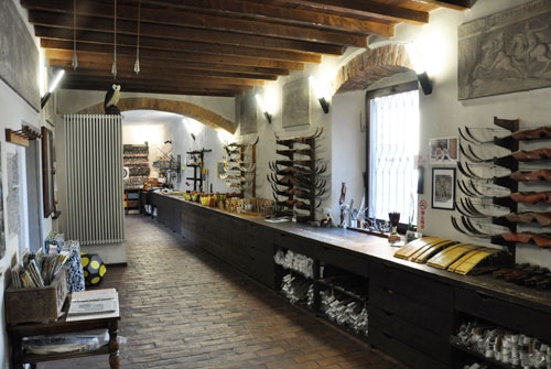 Donaddoni's Traditional Archery shop in Italy